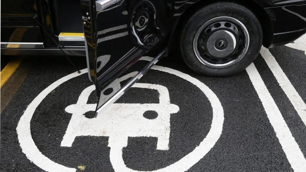 Vacuum maker Dyson plans expansion for U K  electric car