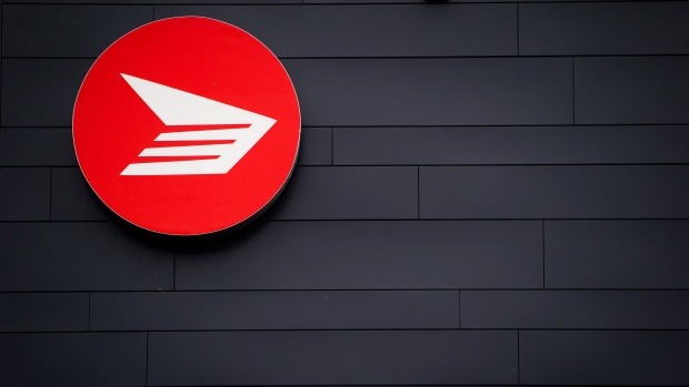 Arbitrator awards rural Canada Post carriers pay hike of up to 25