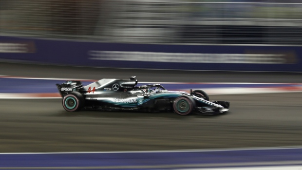 Hamilton pushing toward 5th F1 title after imperious drive | CTV News