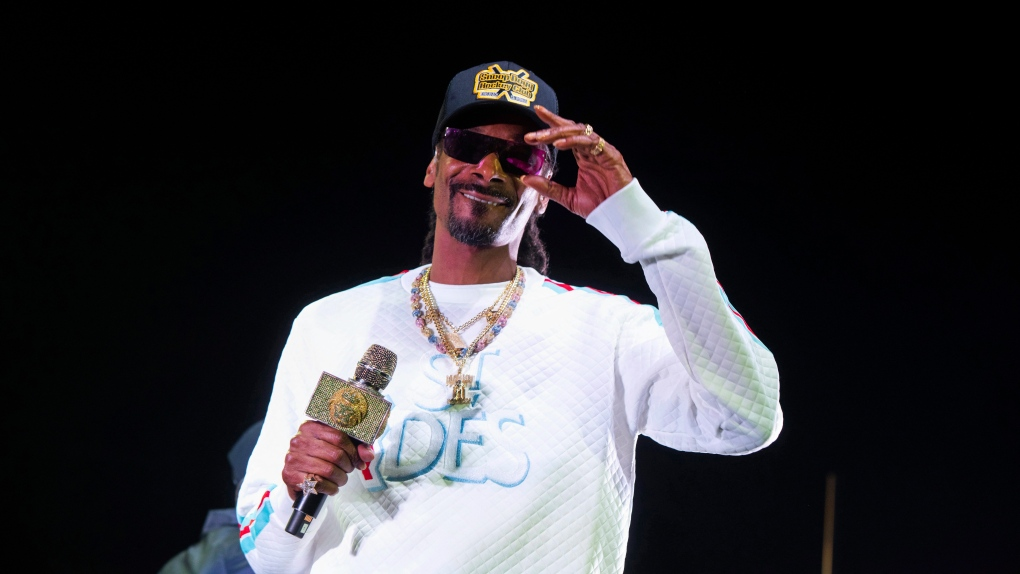 uk availability da855 5789b Toronto Maple Leafs, Snoop Dogg in legal fight over cannabis ...