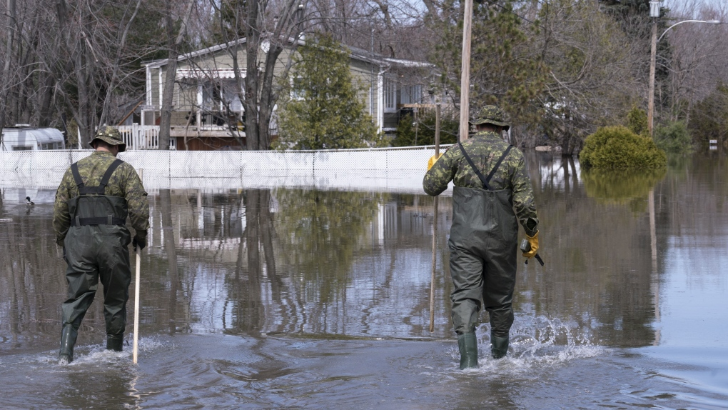 Army to remain in Quebec flood zones to help with cleanup operations