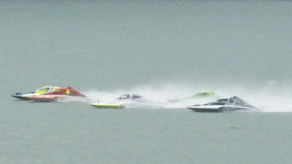 Quebec hydroplane racer dies in crash | CTV News