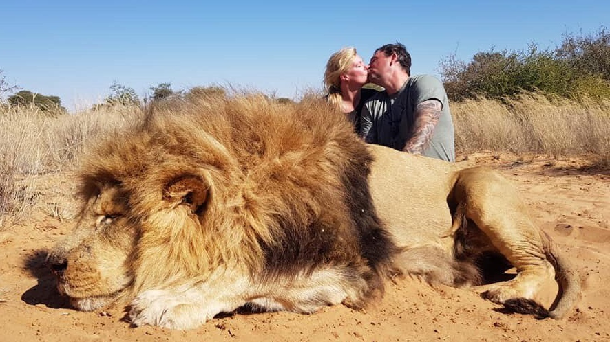 African reserve owner defends Canadians photographed posing