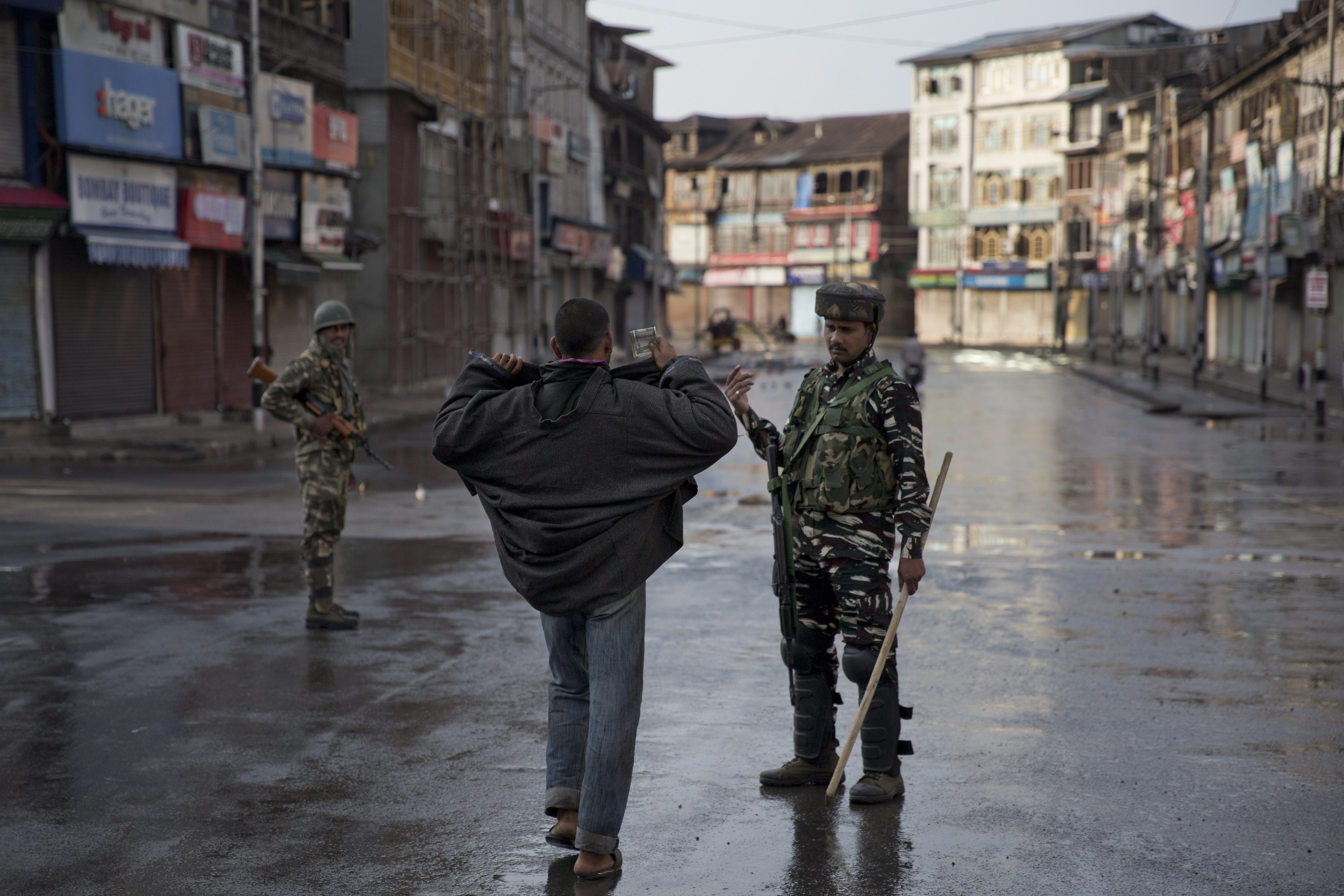 Kashmir curfew partially eased for prayers amid lockdown | CTV News