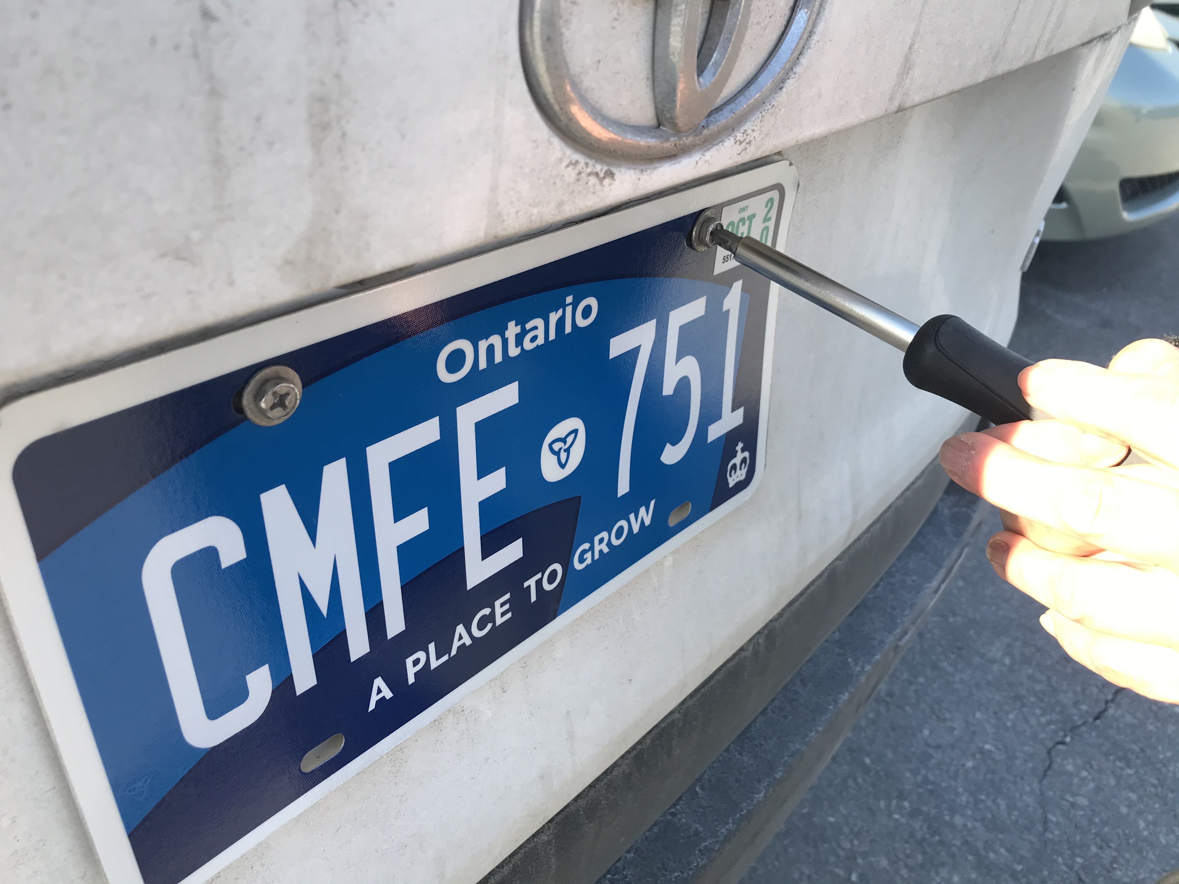 Ontario Drivers Still Receiving Licence Plates Despite Admitted