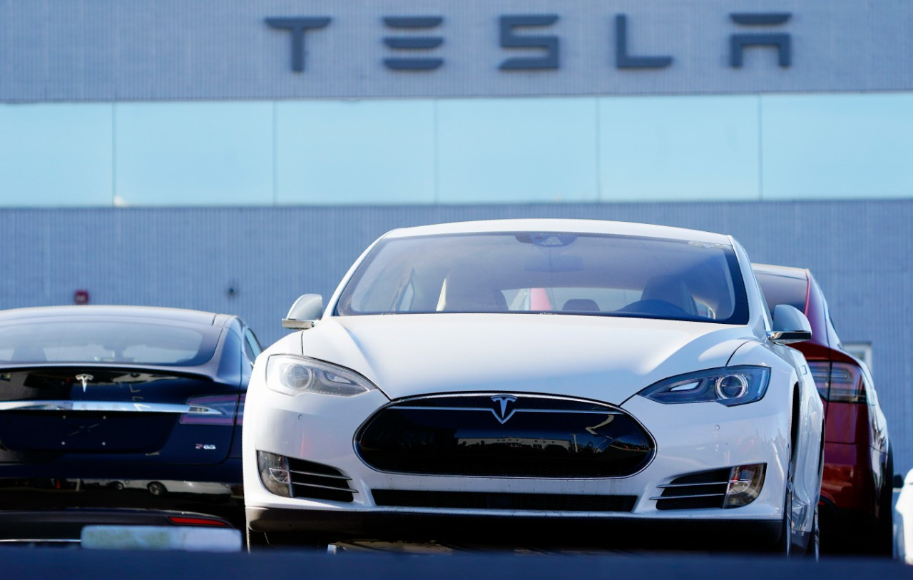 High Flying Tesla Stock Takes A Hit On First Day In S P 500 Ctv News