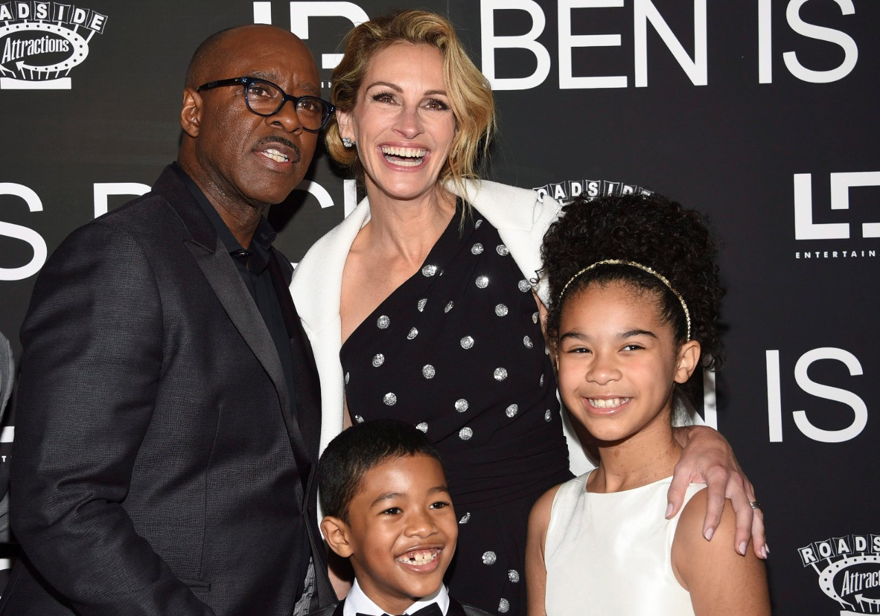 "Courtney B. Vance, from back row left, Julia Roberts, and from front row left, Jakari Fraser and Mia Fowler attend the premiere of ""Ben Is Back"" in New York, on Dec. 3, 2018. (Evan Agostini / Invision / AP)"